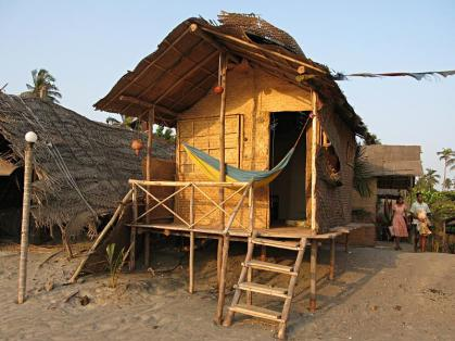 img_2714_arambol_beach_hut_medium-copy