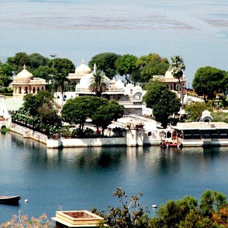 Yatrpandit Lakshmi Vilas Palace