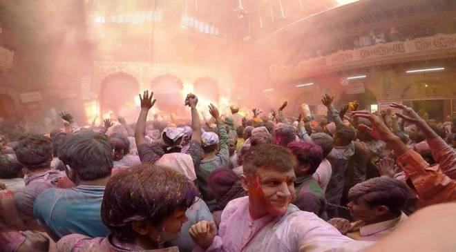 HOLI CELEBRATION AT BANKE BIHARI TEMPLE