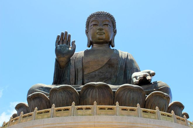 Tian_Tan_Buddha_August_2013